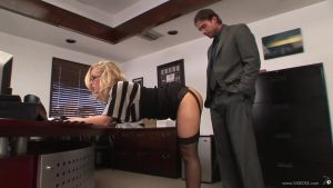 A very beautiful secretary suffered for a chef's cock
